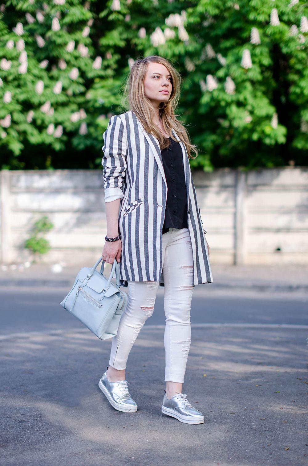 49e7b810d9b4 zara-striped-blazer-ripped-white-pants-silver-metallic-sneakers-bershka-zara -baby-blue-bag-outfit-fashion (7)