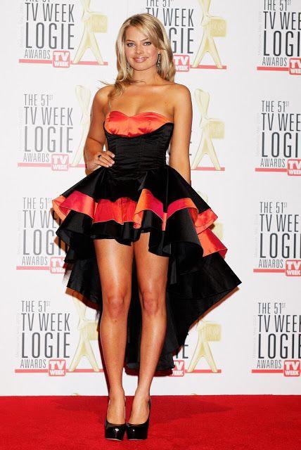 8b2add72e3679 Celebrity Leg Show: Margot Robbie | Sexy Celebrity Legs in 2019 ...