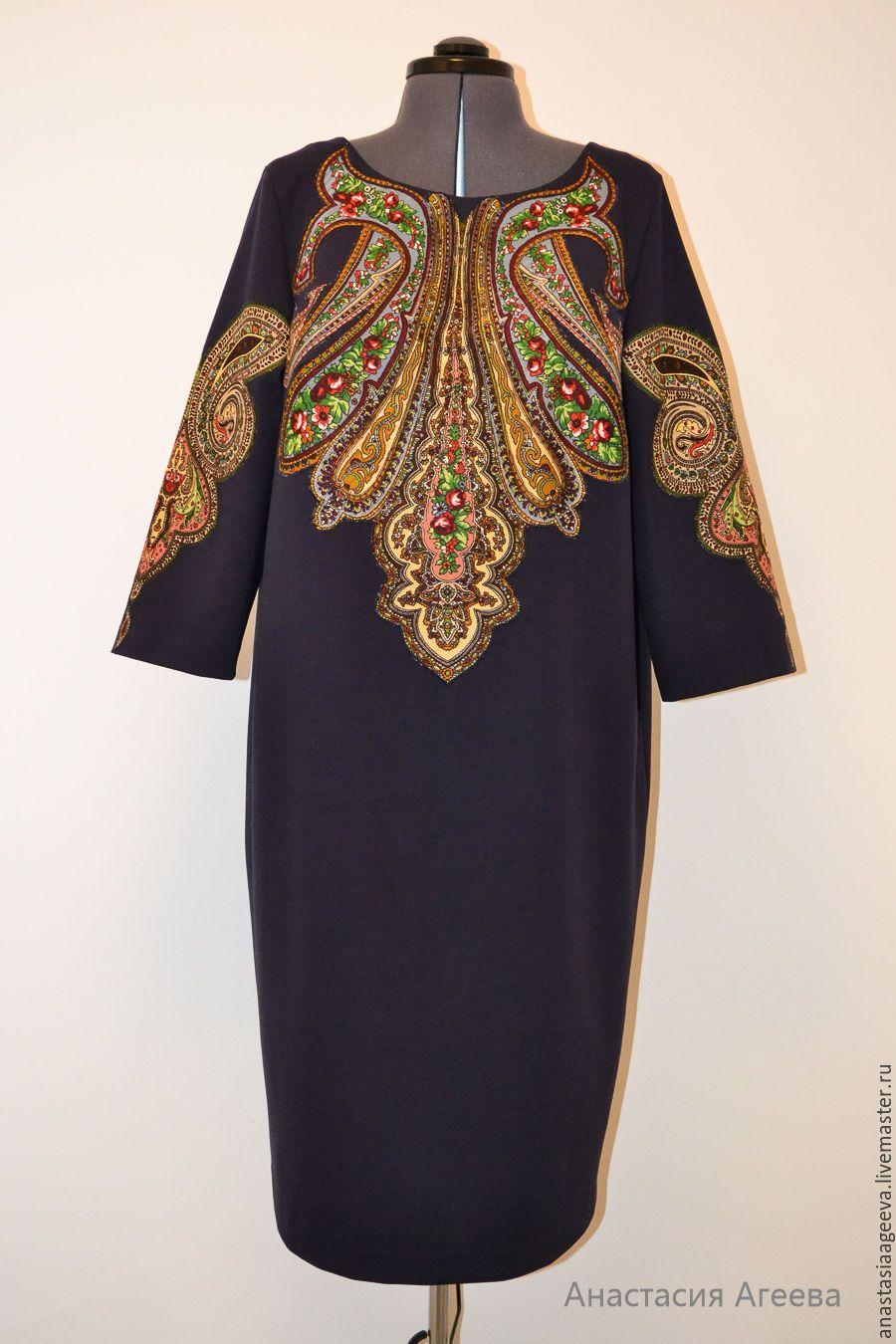 Платье с аппликациями фото