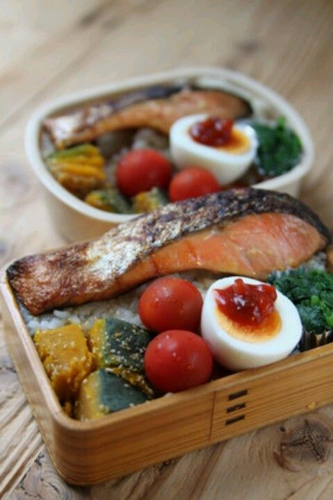 Small piece of salmon or fish + hardboiled or fried egg + spinach