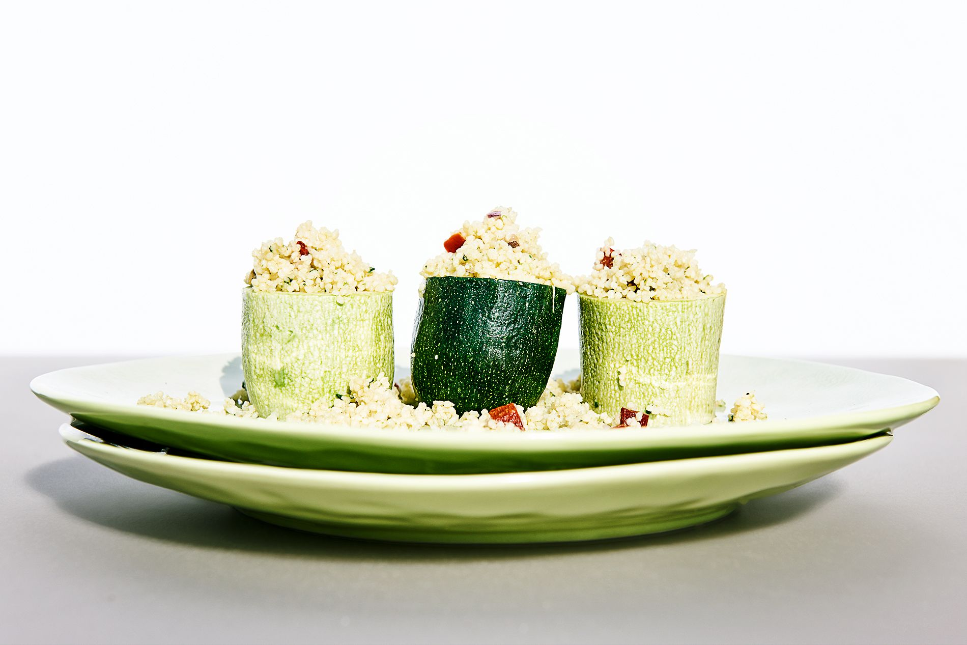 Zweierlei Zucchini gefüllt mit Gemüse-Couscous