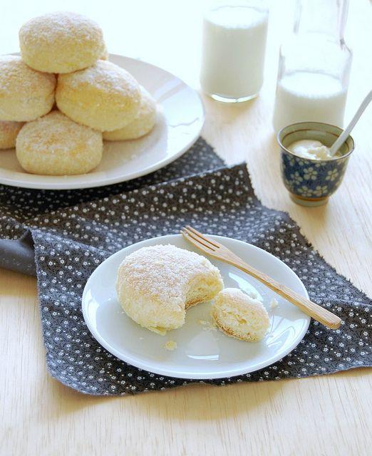 Baked lemon ricotta doughnuts