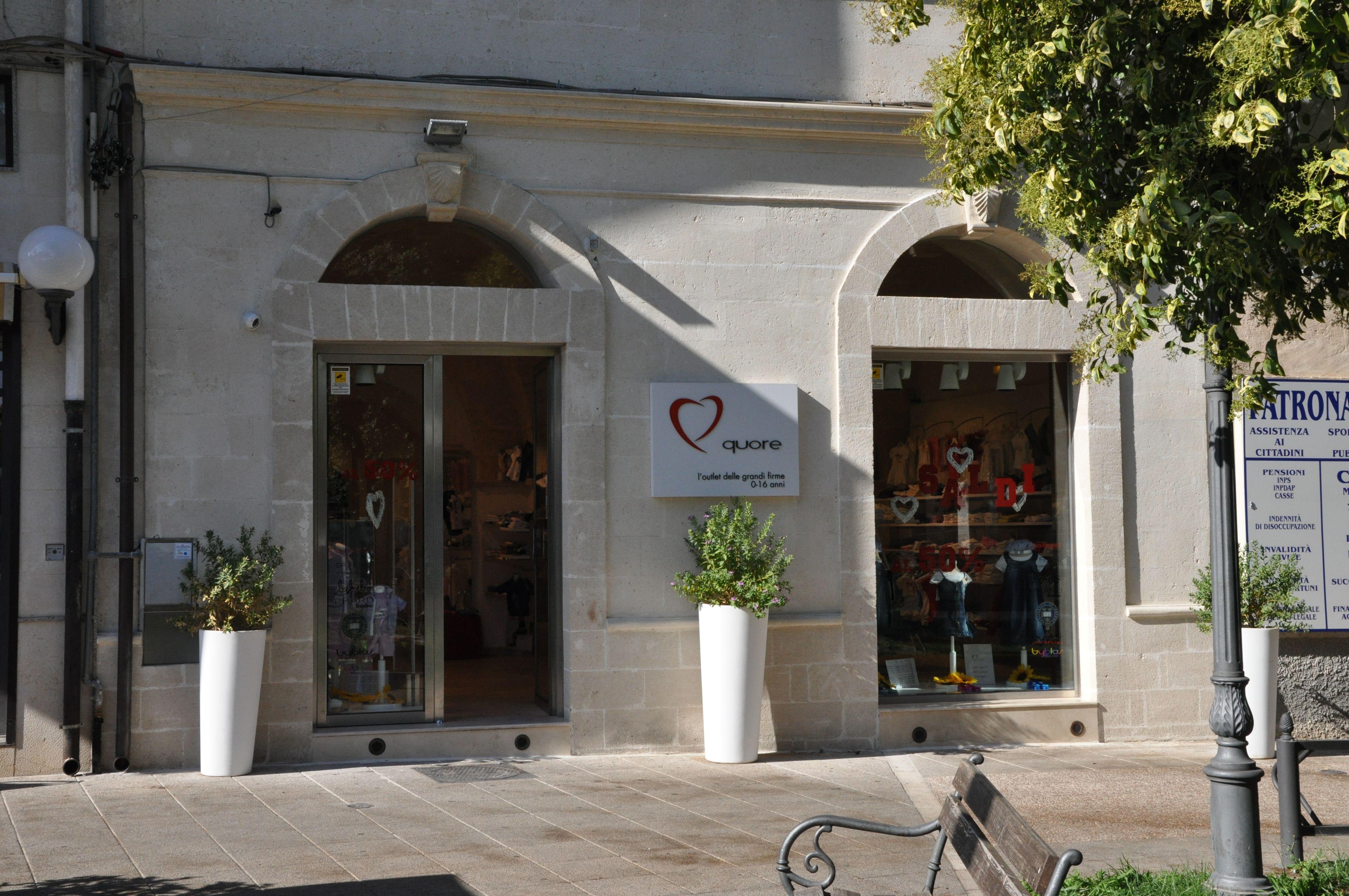 """Arredo Casa Francavilla Fontana ingresso del negozio """"quore"""" in p.zza marconi, 3 a"""