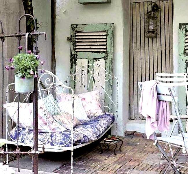 Table et chaises de jardin en fer forgé- réinventons le style