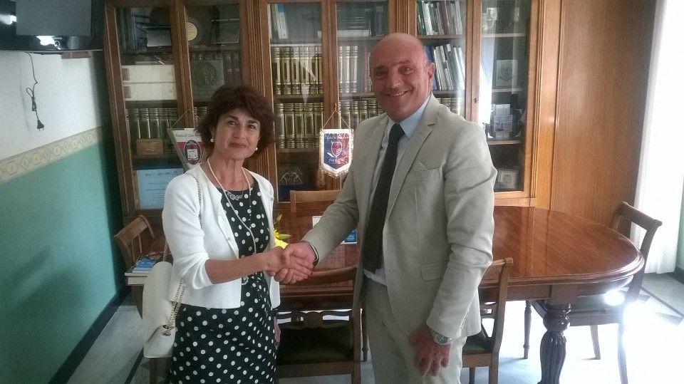 Crotone, il benvenuto in città alla nuova prefetta, Cosima Di Stani - Dal 1995 è la tredicesima autorità dello Stato sul territorio provinciale  - http://www.ilcirotano.it/2017/08/21/crotone-il-benvenuto-in-citta-alla-nuova-prefetta-cosima-di-stani/