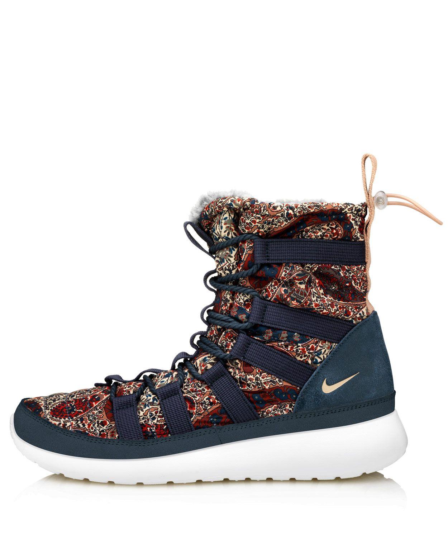 b66a8b82b086 Nike X Liberty Navy Bourton Liberty Print Roshe Run Sherpa Sneakerboots