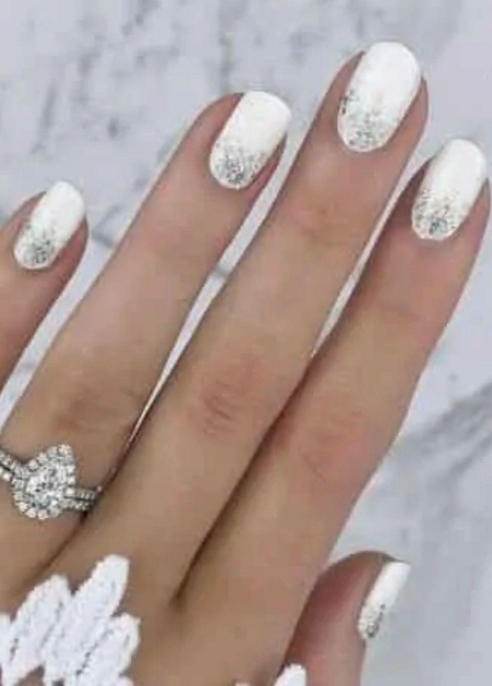 Manichiura simpla pentru unghii mici