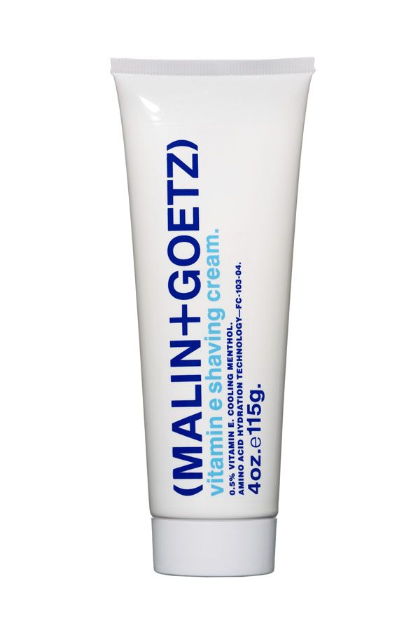 VITAMIN E SHAVING CREAM de MALIN+GOETZ Crema de afeitar con vitamina E Combina la vitamina E, con el mentol y aminoácidos, una mezcla de componentes que proporcionan un buen afeitado, suave y sin irritaciones, para todo tipo de pieles. Su formula refrescante y protectora, está ideada además para no atascar las cuchillas. Se aclara fácilmente y no deja residuos.  Mujeres: hidrata la piel seca de las piernas. Hombres: hidratante; elimina la necesidad del after-shave (23.00 € i.v.a. incluido).