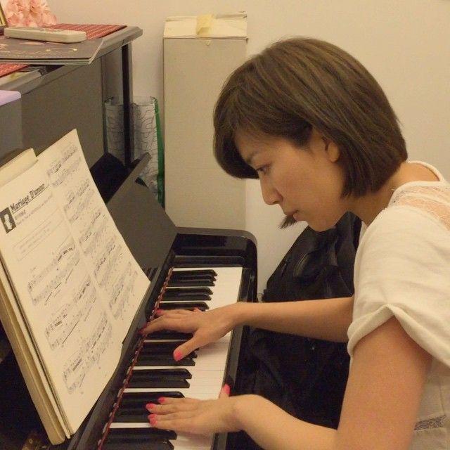 心血來潮。突然很想念學鋼琴的日子。就彈了一首以前很喜歡的歌。但真的太長時間沒有練習??差點忘記 ...