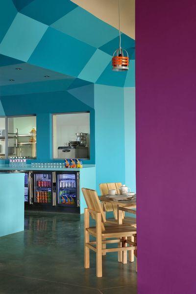 Peinture  du bleu dans la cuisine, je vote pour ! Cuisine violet