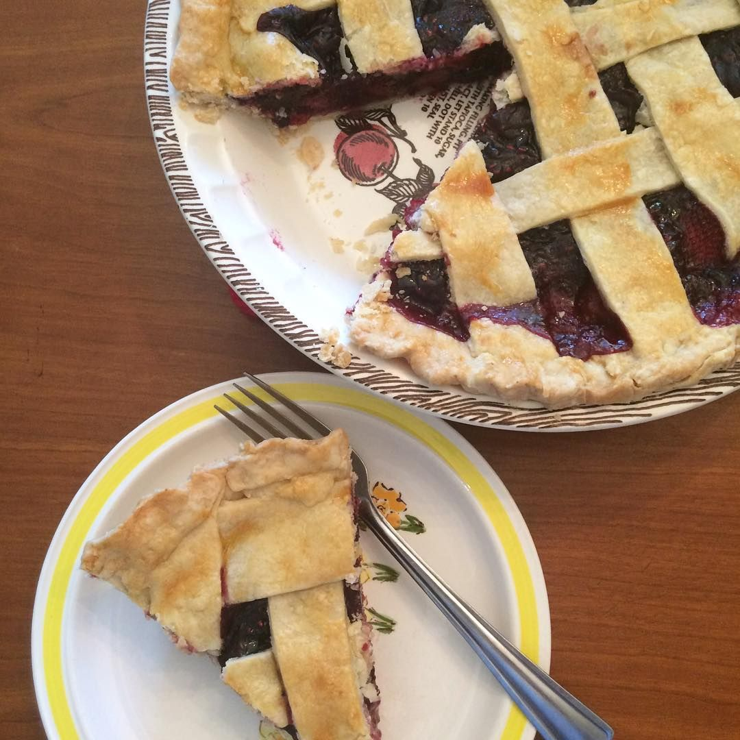 New on the blog today- Mixed Berry Pie! This was my husband's birthday dessert this year. Perfect for the end of summer! Link in profile. #summer #pie #dessert #baking #foodblogger #strawberry #berries #fruit #instayum