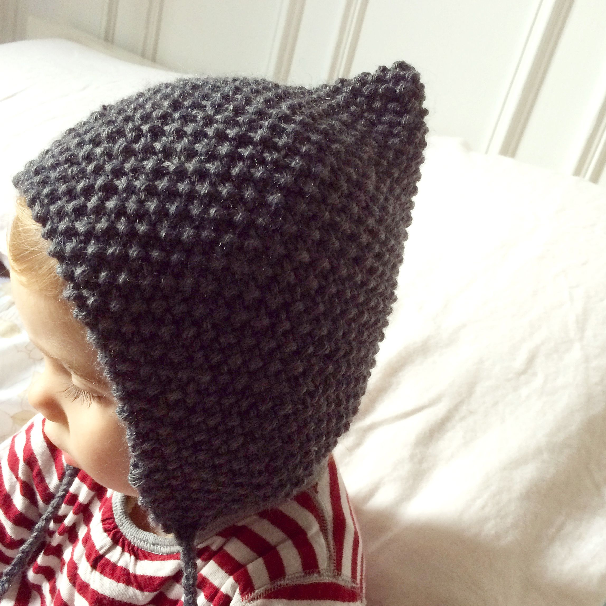 18f58924422e Free knitting pattern for baby bonnet Tricot Baby, Knitted Hats, Crochet  Hats, Knit