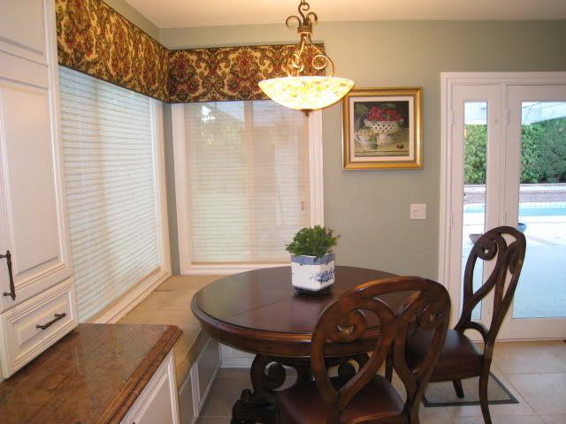 Banquette Table Round Vs Rectangular Kitchens Forum Gardenweb Trendy Kitchen Tile Kitchen Color Accents Interior Design Rustic