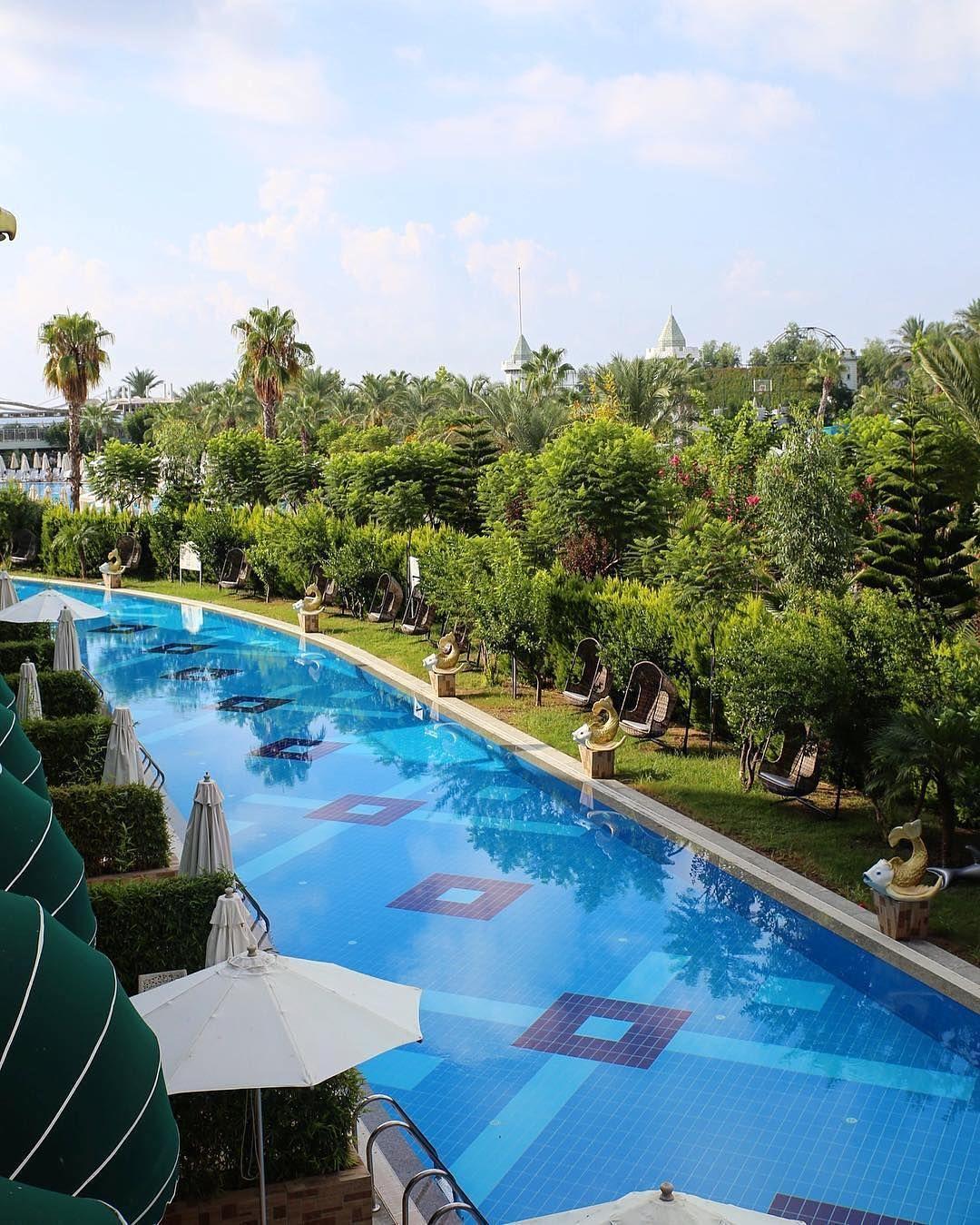 "16.6 mil curtidas, 65 comentários - BEAUTIFUL HOTELS (@beautifulhotels) no Instagram: ""Pool luxury 💙 (📷: @delphinhotels) #beautifulhotels"""