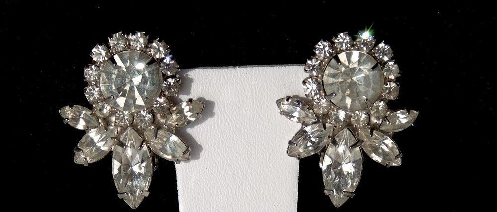 Vintage ELEGANT AND STUNNING D & E Juliana Floral Prong Set Rhinestone Earrings #Juliana #FloralCluster