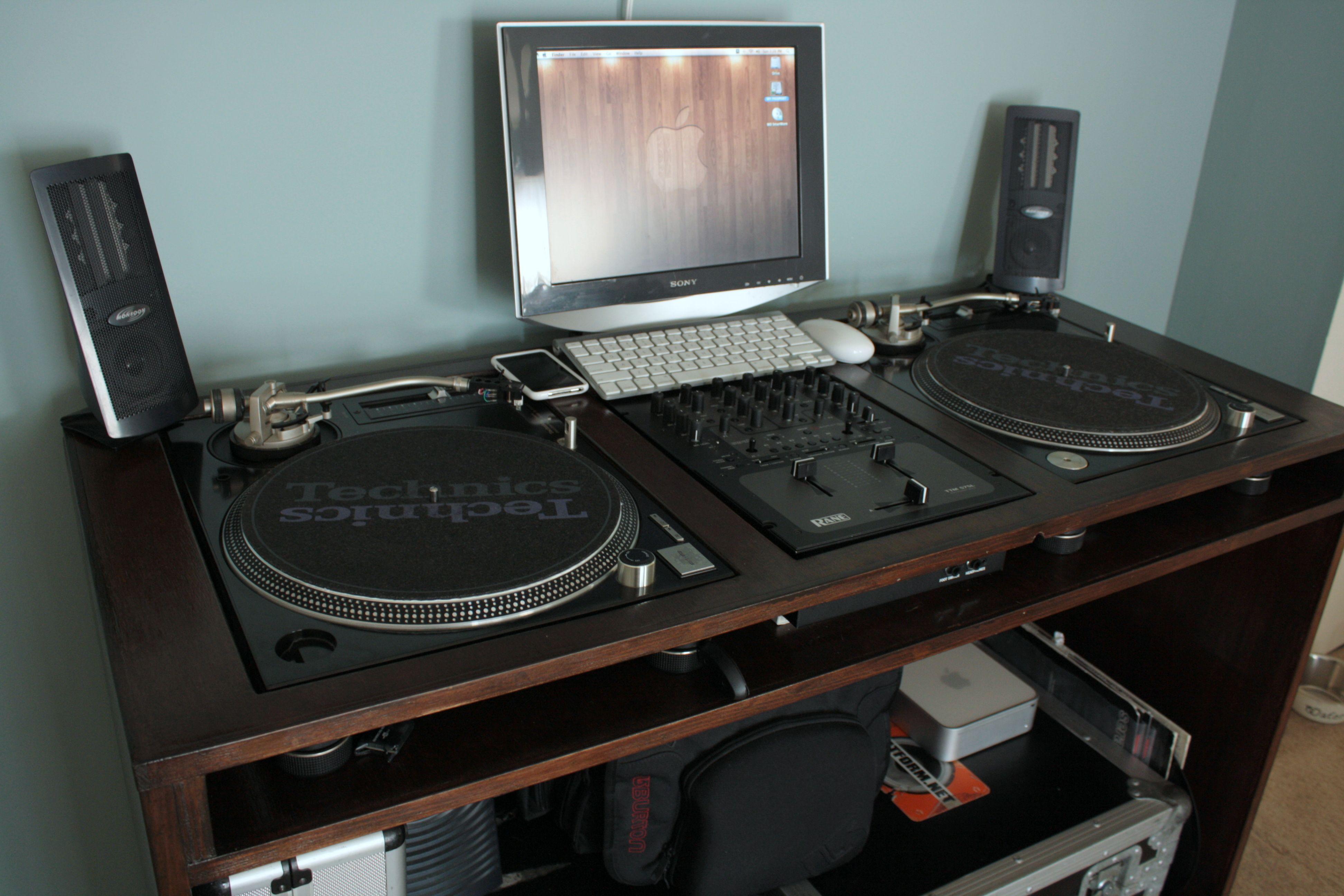custom built turntable console custom built turntable console workspaces pinterest dj. Black Bedroom Furniture Sets. Home Design Ideas