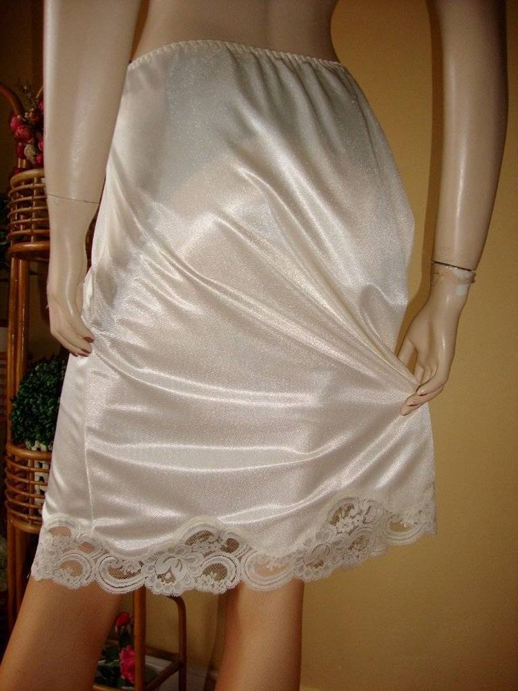 b769c138e14e Vtg St Michael Cream Nylon Deep Scalloped Lace Half Slip Petticoat ...