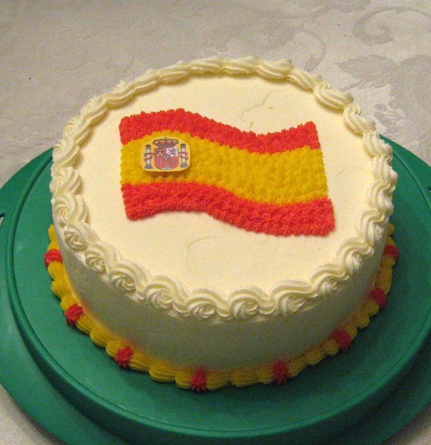 Check Out This National Flag Cake That We Made For The World Cup Here At Mpp Tortas Creativas Torta Con Banderines Bandera España