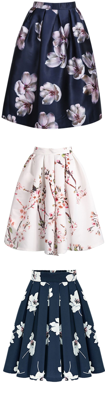 Floral Pleated Skirt  Este la falda es Azul es Rosado. Yo pienso la falda es bonito.