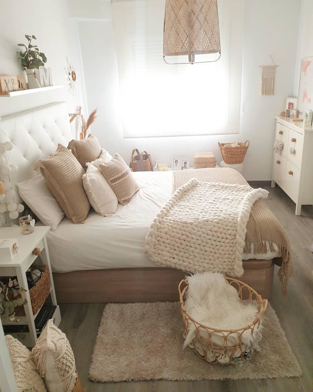 Looking for some cozy bedroom inspiration? and are you ...