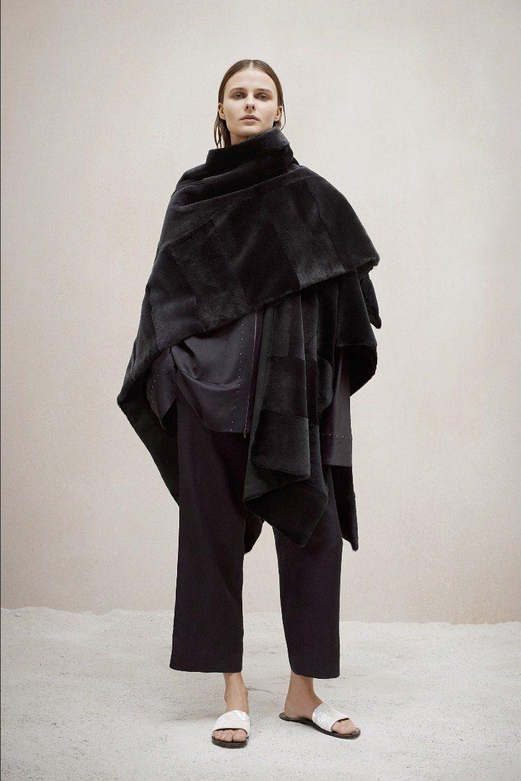 Poncho femme original en 55 designs automne   hiver 2015   Poncho ... 93f7c9c9f6b