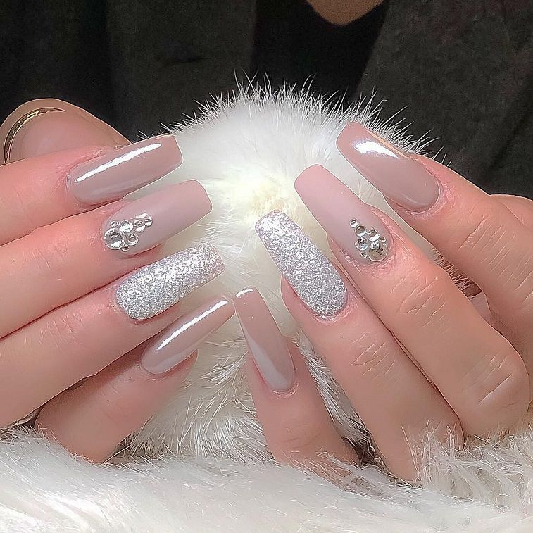 Beautiful and romantic nail art design ideas