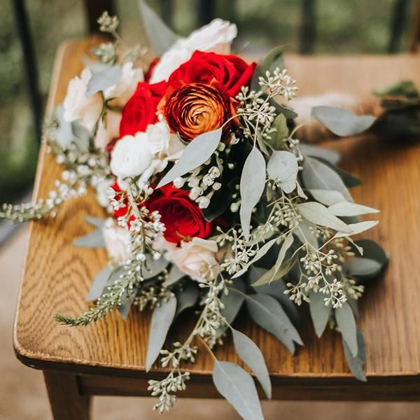 DIY Wedding Flowers - Romantic Red | Red & Burgundy Bouquets #fantasticweddingbouquets