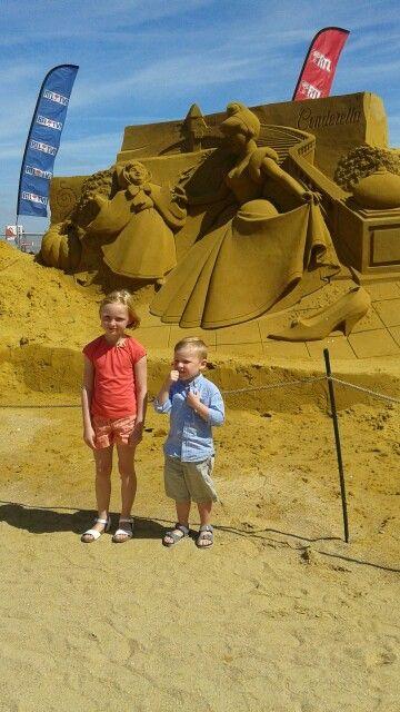 Beeldhouwen met zand, hoe doen ze het, waauw! #my80happydays