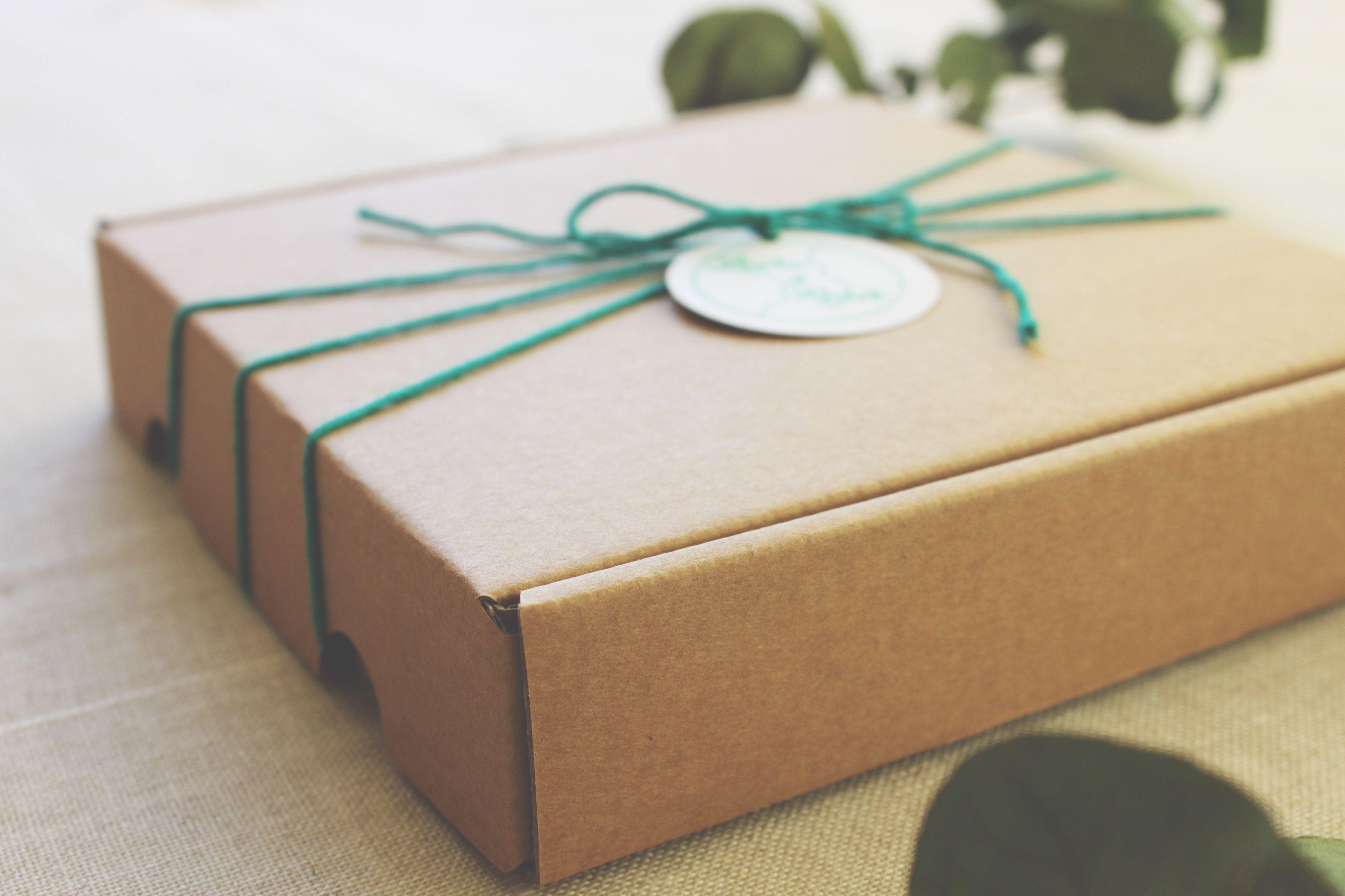 Invitaciones que diseñamos para la boda de Laura & Rober con cajita Kraft. [Si quieres que diseñemos las tuyas, escríbenos a info@ivmestudio.com]