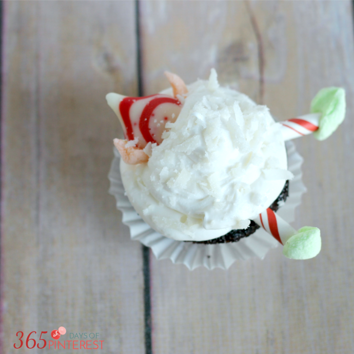 These Elf Cupcakes Are Adorable It Looks Like He Lost The Snowball