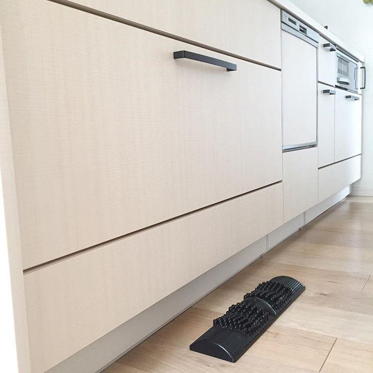 2016 11 18 キッチン下 ウチは建売なのでキッチンも選ぶことなくタカラスタンダードやったんやけど こないだ友達が来てくれた時にこのキッチン下のほんの8cmほどの凹みを絶賛してて 私は凹んでる分 お掃除の時に気を付けなきゃっていう程度やったんやけど