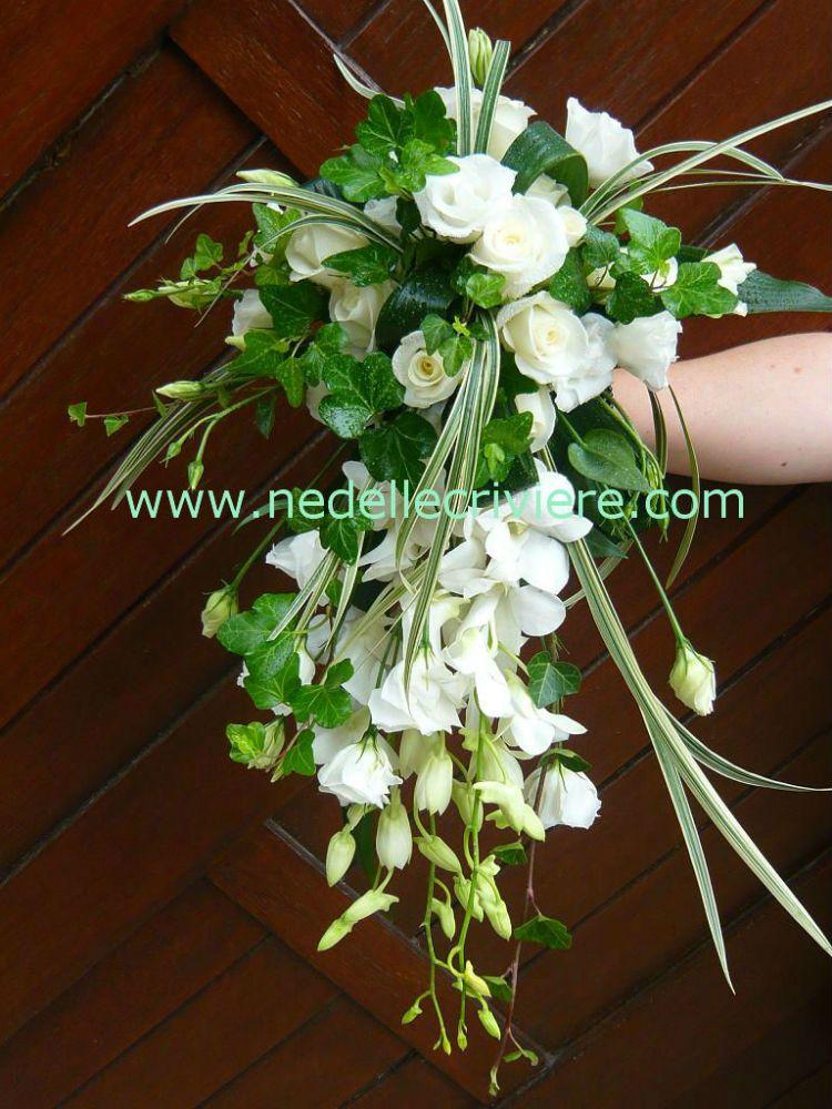 bouquet de mari e retombant avec du lierre blanc et vert. Black Bedroom Furniture Sets. Home Design Ideas