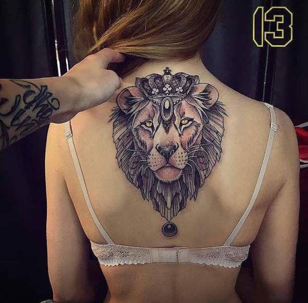 Tatouage De Femme Tatouage Tete De Lion Noir Et Gris Sur Dos