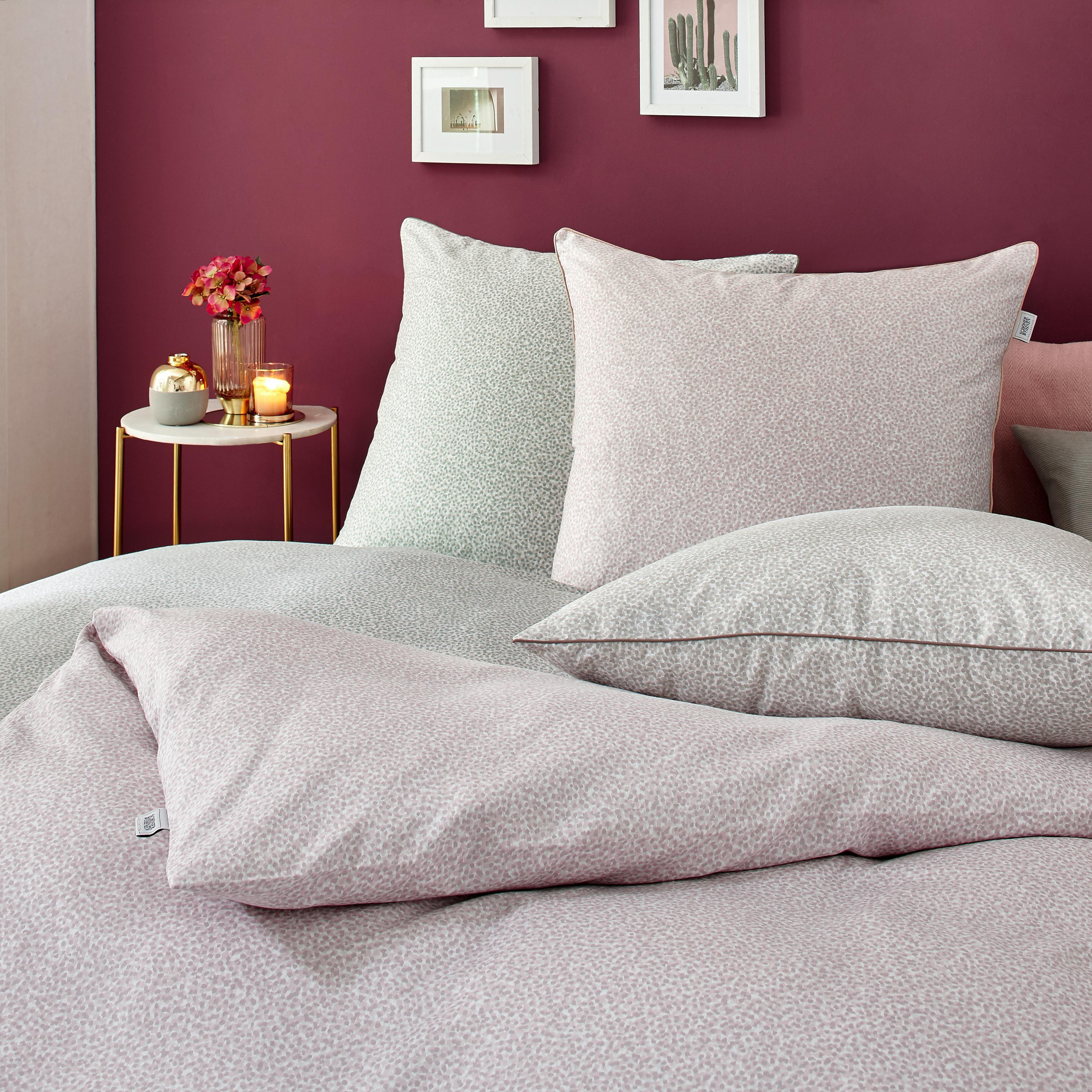 Auch im Schlafzimmer macht sich lila hervorragend. Egal ob