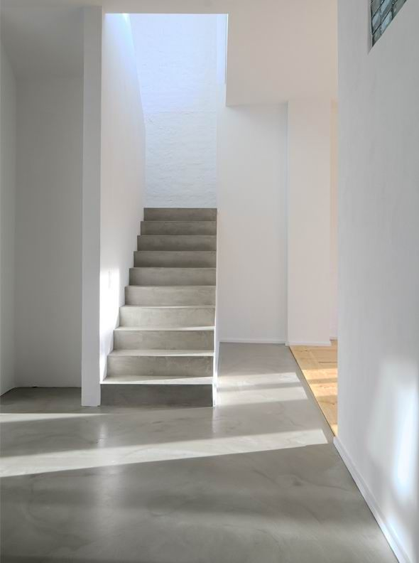 Pin de insignia rehabilitaci n y arquitectura en por los suelos en 2019 cemento pulido - Suelo de microcemento pulido ...