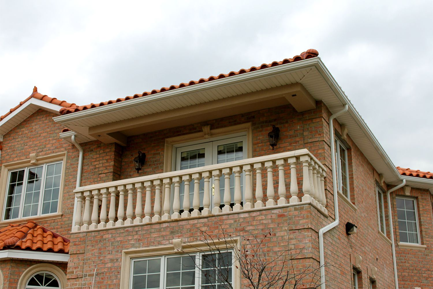 Balcony using balustrade system that consists of posts and ...