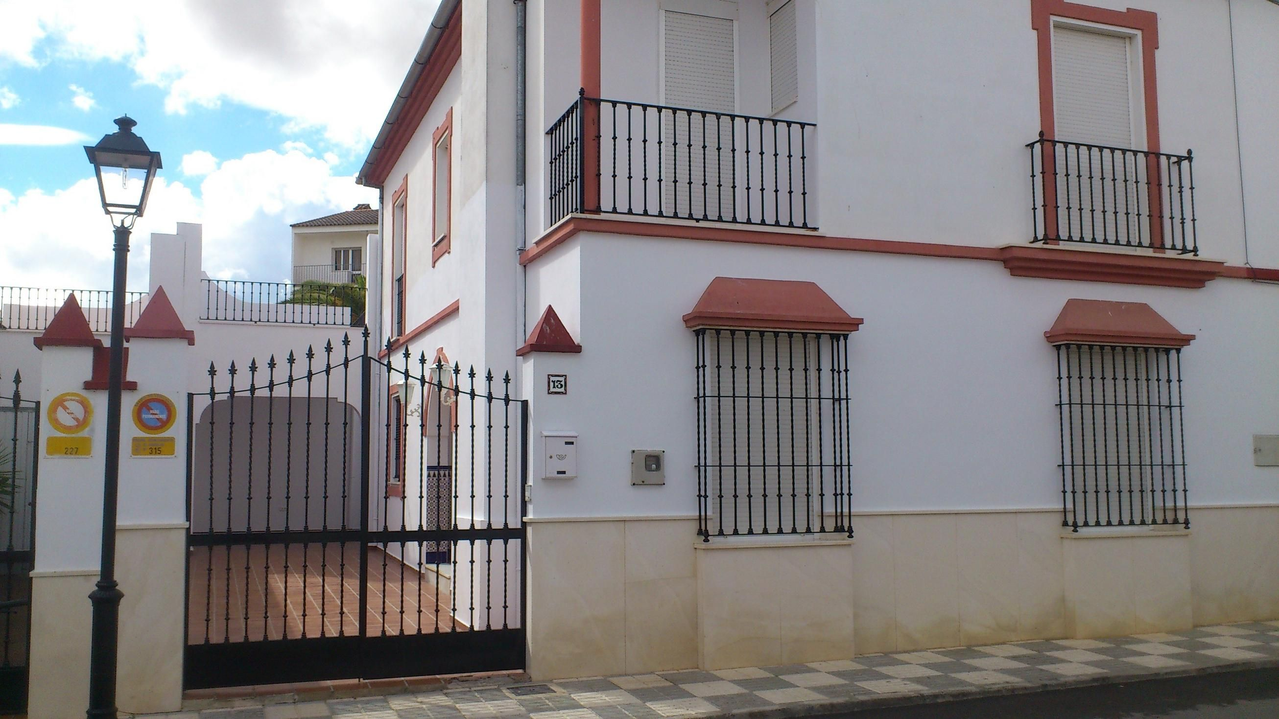 Casa unifamiliar con 5 habitaciones todo exterior for Apartamentos para alquilar en sevilla centro