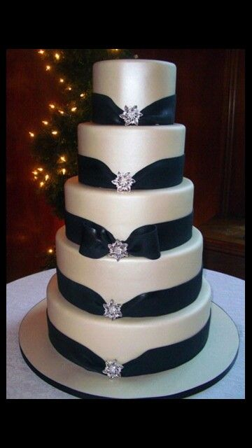 A Touch Of Luxe Wedding Inspiration Black And White Cakes Not So Many Ribbons