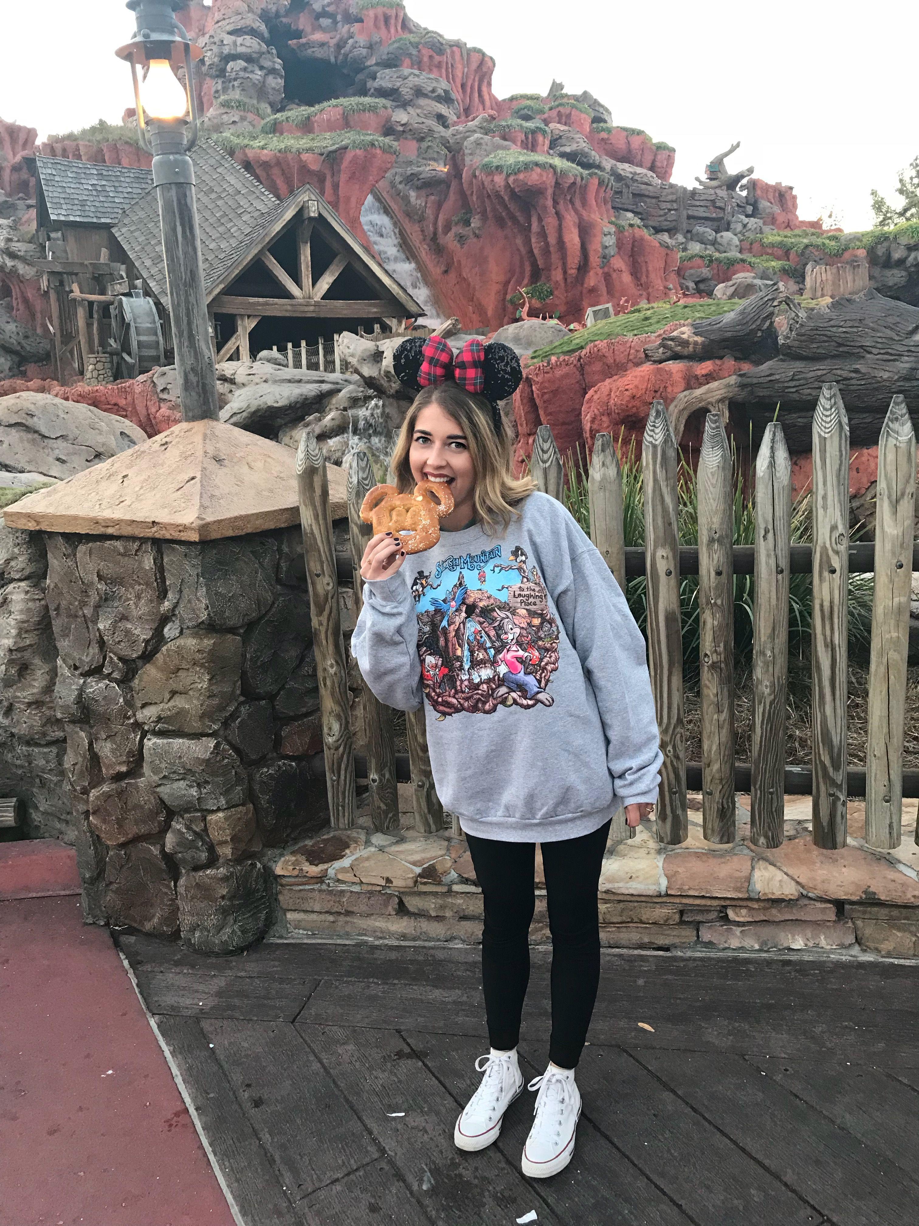 I N S T A G R A M @whittshayy  Disney world outfits, Cute disney