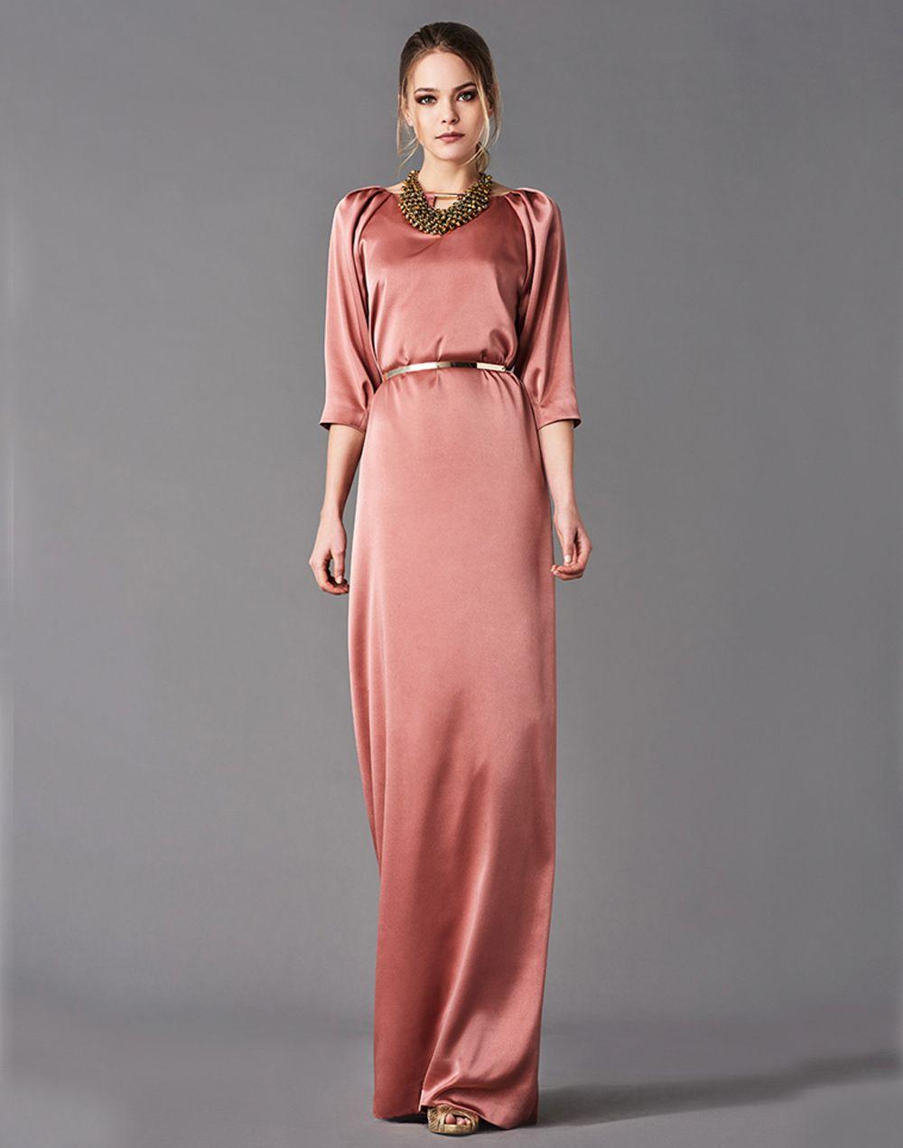 2ff3ed371 Vestido de fiesta largo de raso con manga raglan y corte recto diseñado por  Mira la