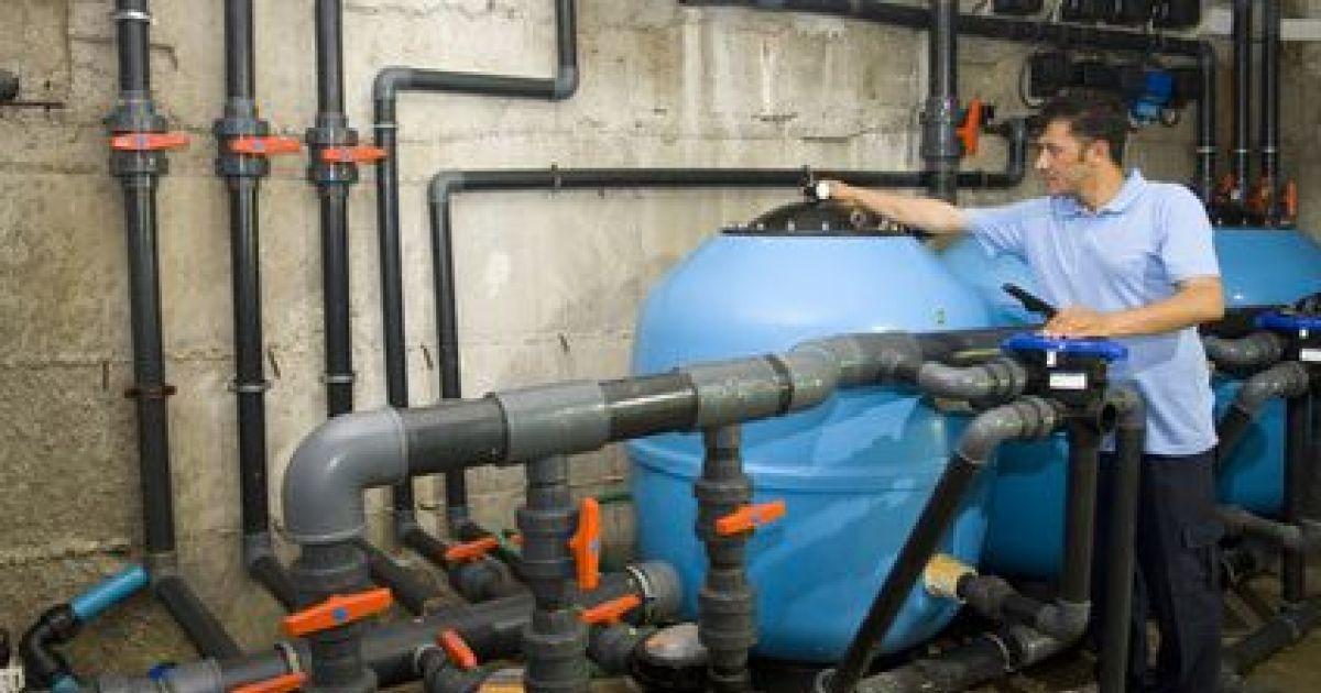 La plomberie est une étape incontournable de la construction du0027une - local technique de piscine