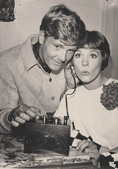 On The Set Of Thoroughly Modern Millie 1967 Julie Andrews Julie Andrews Movies George Roy Hill