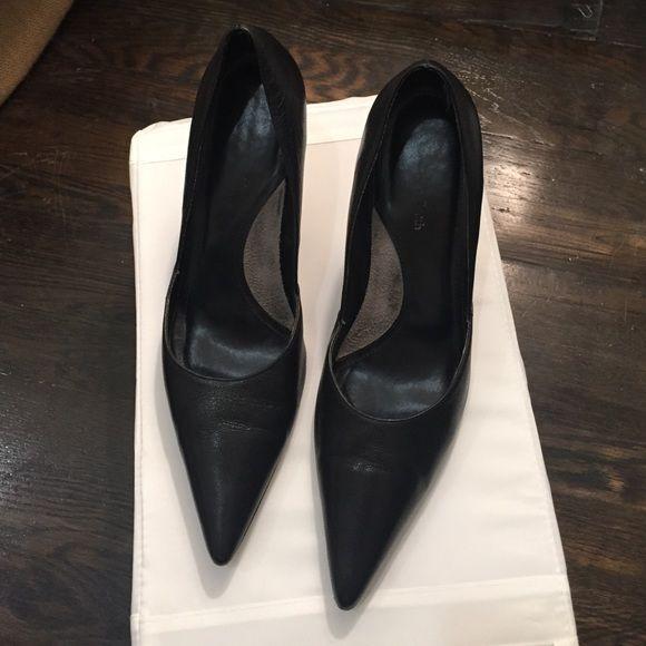 Amanda Smith black heels Amanda Smith black leather heels. In used condition. Size 8M. Amanda Smith Shoes Heels