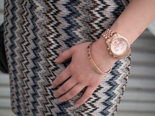 Carrie Taylor CA3202 Denne klokken er designet og produsert av Carrie Taylor, som lager moderne klokker med elegant design. Carrie er kjent for å hente inspirasjon fra de hotteste i moteverden når de produserer sin kolleksjon.