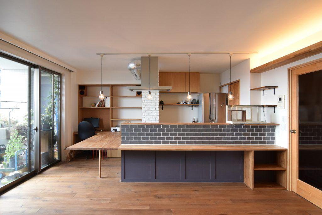 Dk Style タイルを張ったキッチンとつながったダイニングテーブル