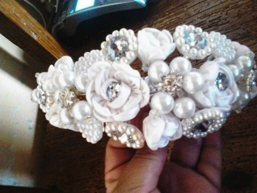 Corona flor de chantug de seda y cristal