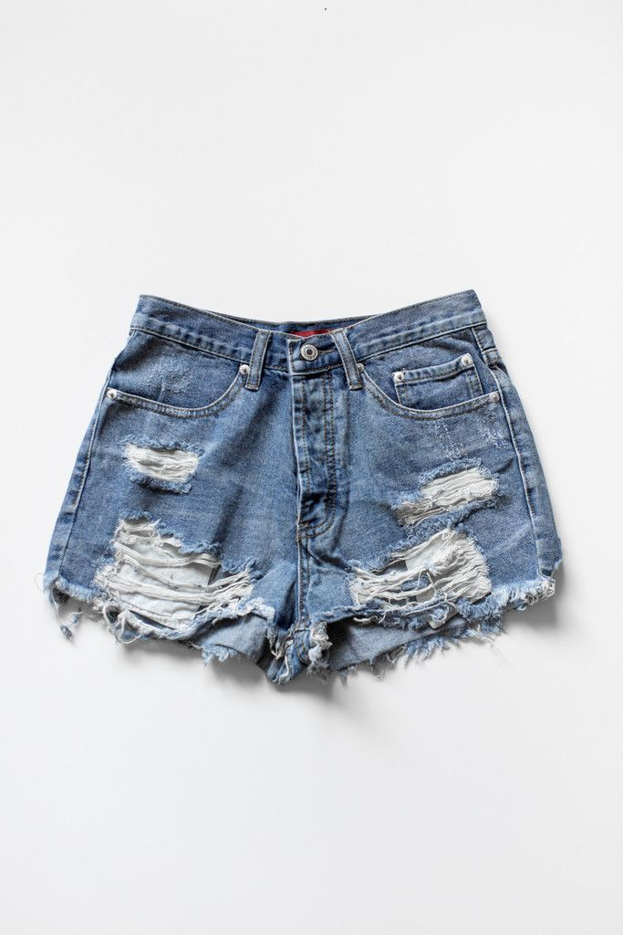 d02239da98 Vintage inspired high waist denim shorts with frayed and ripped detailing  for a