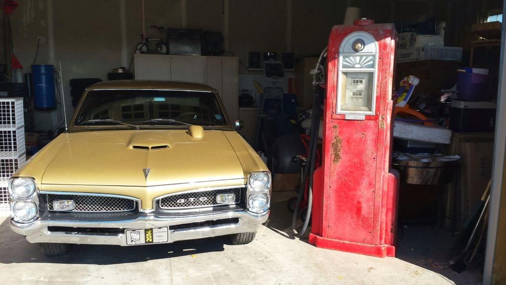 Captivating 1967 Pontiac GTO W/ Wayne 60 Pump