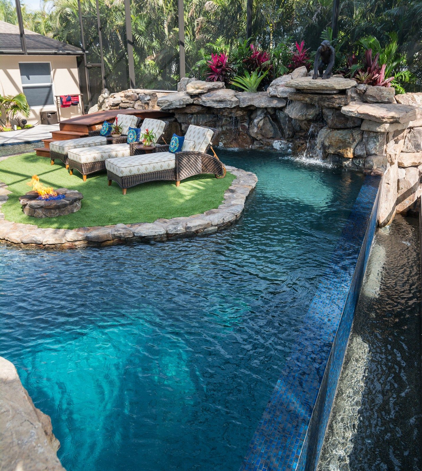 Lucas lagoons custom pool on pine island infinity edge for Custom swimming pool designs