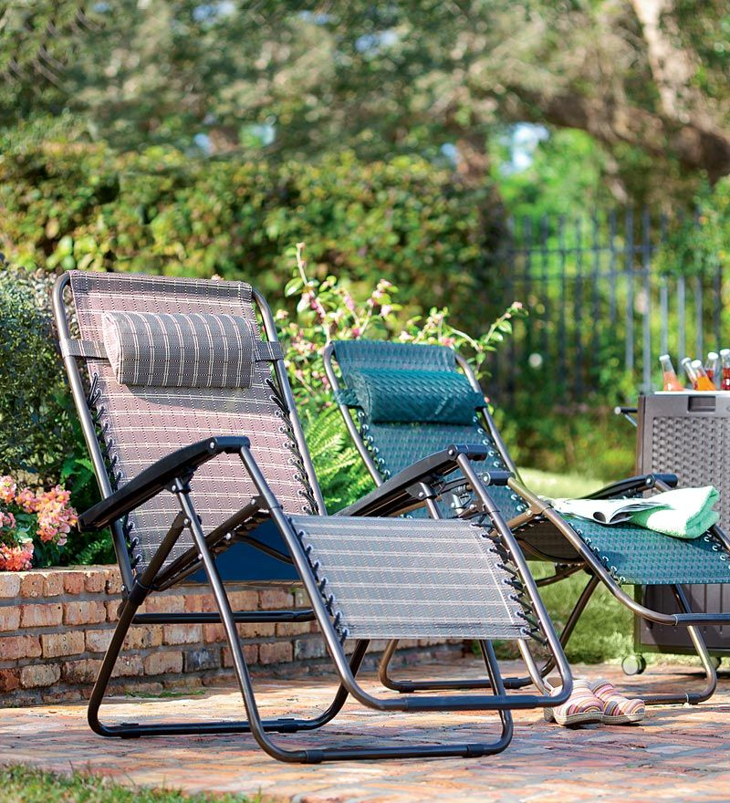 Deluxe zero gravity chair offers ultimate comfort